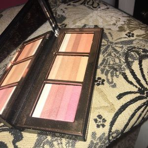 HIGHLIGHT AND GLOW SHIMMER BRICK PALETTE